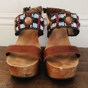 [pelle moda] [beaded ankle strap wood heel]